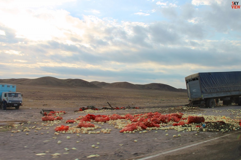 Что только не лежало на трассе М-36. Лук, картошка, яйца, и.т.д.